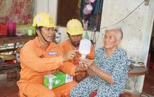 Điện lực Cầu Kè sửa chữa điện miễn phí cho hộ nghèo, hộ gia đình chính sách