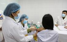 Tăng liều lượng, thử nghiệm vắc-xin Covid-19 loại 50 mcg cho 3 người đầu tiên