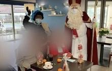 """""""Ông già Noel"""" đến thăm, 18 người thiệt mạng vì Covid-19"""
