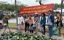 Một buổi sáng, người Hội An giải cứu hơn 7 tấn dưa hấu bí đường sang Trung Quốc