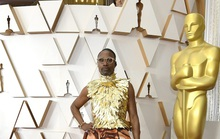 Thảm đỏ Oscar 92: Té ngửa với những mẫu thời trang... quá sức tưởng tượng!
