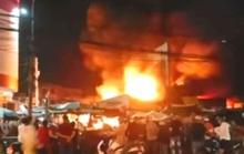 Thót tim cháy chợ ngùn ngụt gần trụ sở ngân hàng trong đêm