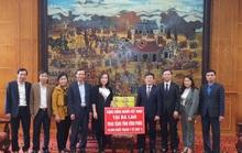 Kiều bào trao tặng 16.000 khẩu trang y tế cho tỉnh Vĩnh Phúc