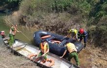 Đò chở 12 người vượt khe đi khai thác tràm bị chìm, 3 người mất tích