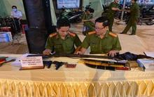 Người dân giao nộp 2 khẩu súng K59 cho công an Đồng Nai