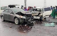 Va chạm với xe ôtô chở 2 nhà sư, 6 người nhập viện