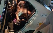 Nam tài xế taxi làm bà đỡ cho sản phụ ở Quảng Nam