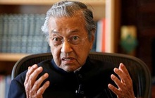Thủ tướng Malaysia từ chức vì không muốn trao quyền?