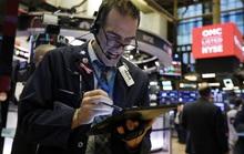 """Covid-19 """"nẫng"""" Dow Jones hơn 1.000 điểm, sản lượng kinh tế sụt giảm 1.000 tỉ USD"""
