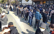 Covid-19: Hàn Quốc định cách ly tối đa, dân Daegu rồng rắn mua khẩu trang