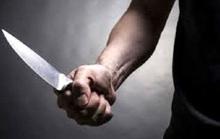 Đang chở con đi, một phụ nữ bị người tình chặn xe chém tử vong