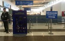 Phát hiện hành khách mang đèn pin phát tia lửa điện và gậy lên máy bay