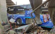 Tai nạn thảm khốc giữa xe tải và xe khách ở Bình Dương