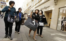 Các kinh đô hàng xa xỉ 'nhớ' khách Trung Quốc