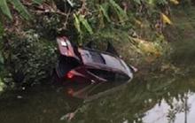 Ôtô lao xuống hồ nước, cặp vợ chồng trong xe thiệt mạng