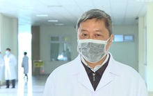 Thứ trưởng Bộ Y tế trò chuyện qua bộ đàm với Việt kiều nhiễm virus corona