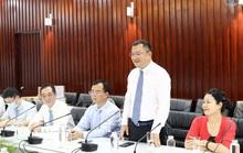 Tổng Lãnh sự Trung Quốc tri ân Bệnh viện Chợ Rẫy cứu chữa 2 bệnh nhân Covid-19