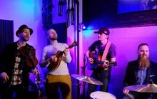 Khán giả Việt thích thú khi nhóm nhạc Mỹ cover Ghen Cô Vy theo phong cách nhạc đồng quê