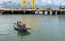 Một thi thể mặc đồ hành lễ trôi dạt tại cảng Đà Nẵng