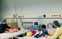Các bố và mẹ hiến gan cứu hai con 9 và 20 tháng tuổi có sự sống tính bằng ngày