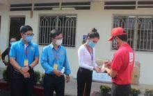 Giúp công nhân chống dịch bệnh Covid-19