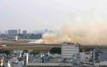 Máy bay nổ lốp ở Tân Sơn Nhất, cột khói bốc cao