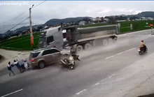 Tai nạn kinh hoàng giữa nhiều xe ôtô và xe máy khiến 3 người thương vong