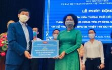Cha cô gái được đưa về Việt Nam bằng chuyên cơ riêng ủng hộ  25 tỉ đồng chống Covid-19