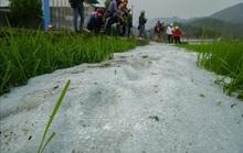 Mưa đá rơi trắng như tuyết tại Điện Biên