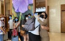 Du khách nước ngoài rời khu cách ly ở Đà Nẵng nói gì?