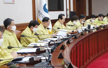 Covid-19: Tổng thống, bộ trưởng Hàn Quốc gửi trả 30% lương để chống dịch