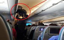 Khách Trung Quốc trộm ví tiền trên máy bay bị nữ khách quay clip tố cáo