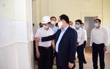 Bí thư Vương Đình Huệ trực tiếp thị sát bệnh viện dã chiến cải tạo trong 7 ngày