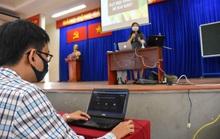 Băn khoăn chấm điểm học trực tuyến