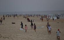 Quảng Nam sẽ xử nghiêm người tụ tập tắm biển, đá bóng sân mini