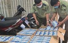 Truy tìm chủ lô khẩu trang đánh tráo ngày sản xuất bỏ ngoài đường