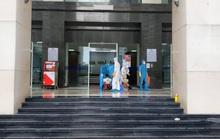 CLIP: Phong tỏa, khử trùng tòa chung cư 34 tầng hơn 800 dân do có ca nhiễm SARS-CoV-2