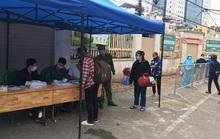 Lập xóm, mở lối đi riêng vào Bệnh viện Bạch Mai cho hàng trăm bệnh nhân chạy thận