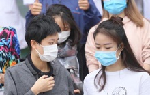 CLIP: Bệnh nhân Covid-19 nước ngoài xúc động rớm nước mắt cảm ơn các y bác sĩ