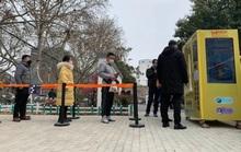 Máy bán khẩu trang tự động đầu tiên xuất hiện ở Trung Quốc