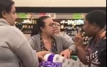 Covid-19: Ba người phụ nữ đánh nhau giành giấy vệ sinh trong siêu thị Úc