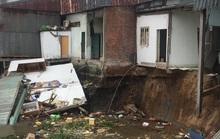 Sạt lở kinh hoàng gần chợ nổi Cái Răng, 5 căn nhà trôi sông