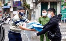 195 người dân cách ly ở phố Trúc Bạch được cung cấp đầy đủ nhu yếu phẩm