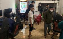 Bất chấp đang cách ly xã hội, quán game ở Móng Cái vẫn mở cửa đón khách