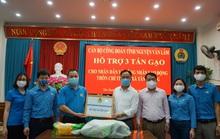 Công đoàn hỗ trợ hơn 3 tấn gạo cho khu dân cư đang cách ly do dịch Covid-19