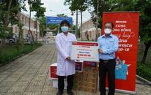 Chương trình Cùng cộng đồng chung tay phòng chống dịchCovid-19 thăm, tặng quà Bệnh viện Dã chiến Củ Chi