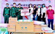 Trao tặng vật tư y tế, trang thiết bị phòng chống dịch COVID-19 cho các đồn Biên phòng