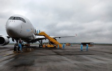 Chuyến bay chở 308 kỹ sư Hàn Quốc hạ cánh tại sân bay Vân Đồn