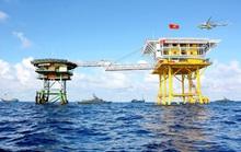 Nhà giàn DK1/10 cấp cứu thành công 2 ngư dân bị bệnh rất nặng