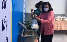 NSND Kim Cương hỗ trợ người nghèo hạt gạo yêu thương